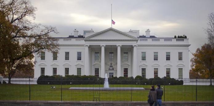 El caso fue muy sonado en EEUU, pues era la primera vez que un asaltante recorría los sesenta metros que separan la verja de la entrada norte (Avenida Pensilvania) y accedía al interior de la Casa Blanca, pese a ser uno de los edificios más protegidos del mundo. (Archivo)