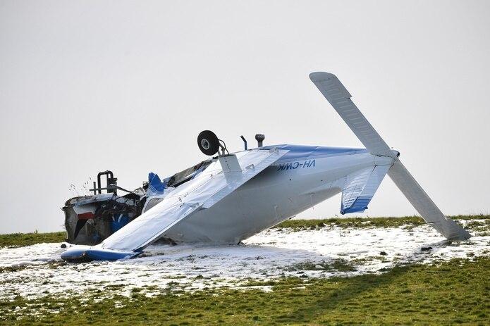Testigos del accidente explicaron a los medios locales que al estrellarse contra el suelo, se produjo una explosión y el avión se incendió. EFE/EPA/JAMES ROSS/Archivo