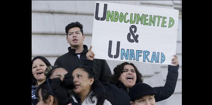 """El gobierno de Trump ha amenazado con recortarle el financiamiento federal a las ciudades que, como Chicago, se han declarado """"santuarios"""" para los inmigrantes que temen ser deportados. (AP)"""