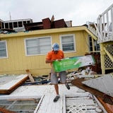 Huracán Sally destruye techos y arrastra botes al sur de Estados Unidos