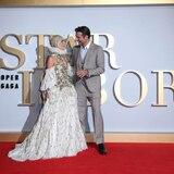 Revista afirma que Lady Gaga espera un hijo de Bradley Cooper