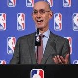 NBA recuerda regla sobre estar de pie durante himno