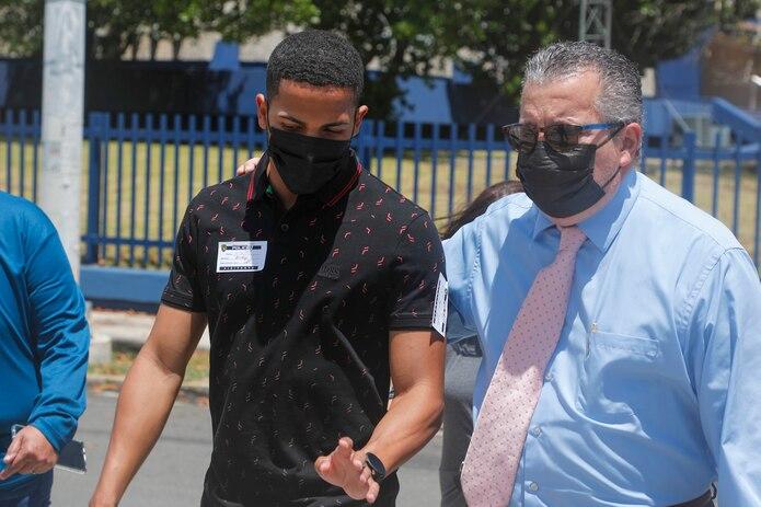 Félix Verdejo, aquí cuando salía de las oficinas del CIC junto a sus abogados luego de ser entrevistado en relación al caso de Keishla Rodríguez, permanece ingresado en la cárcel.