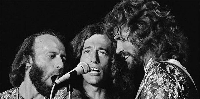 Los Bee Gees cosecharon récord de ventas de más de 200 millones de copias vendidas desde que alcanzaron la fama en la década de los 60. )Archivo)