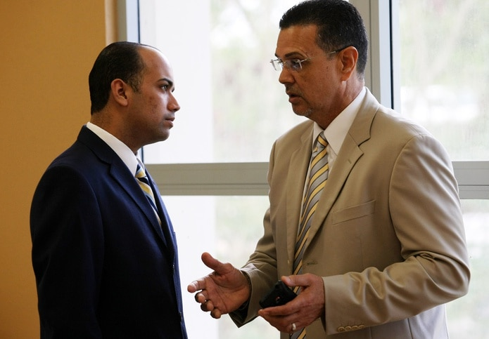 Alberto Arroyo (derecha) presuntamente es uno de las personas que regresará a la Comisión de Boxeo.