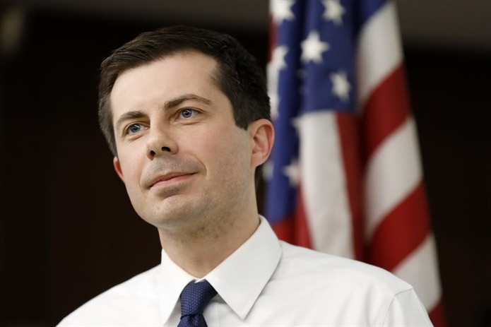 Pete Buttigieg, 37 años. Es el alcalde de South Bend, Indiana, y sirvió como oficial de inteligencia de la Marina. (AP / Charlie Neibergall)