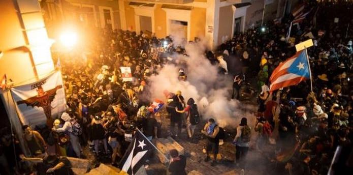 Las preocupaciones del pueblo van en subida y a pesar de que ayer muchos puertorriqueños celebraron la victoria por la renuncia, todavía hay personas que pueden estar experimentando una crisis emocional. (tonito.zayas@gfrmedia.com)