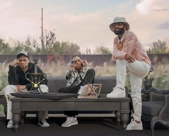 El colorido video musical muestra a los artistas viajando por carretera.