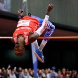 Luis Joel Castro supera 2.20 metros en su primer evento