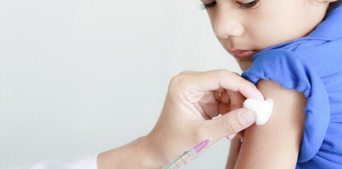 Se especula que una de las razones por las que ha surgido un alza en contagios en Estados Unidos es por la negativa de muchos padres de vacunar a sus hijos por temores o por razones personales. (Archivo)