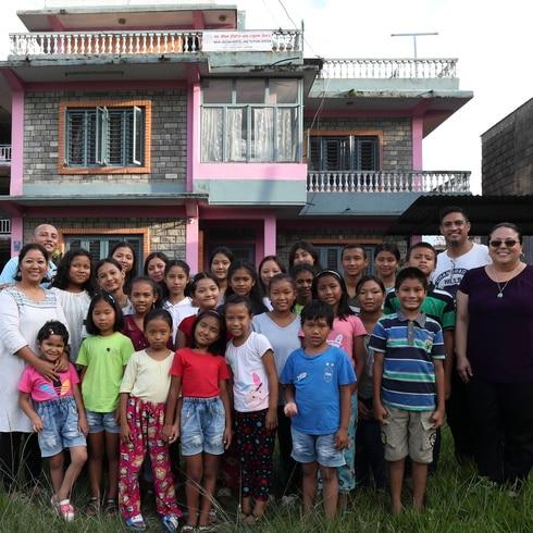 Niños nepaleses le cantan a Puerto Rico