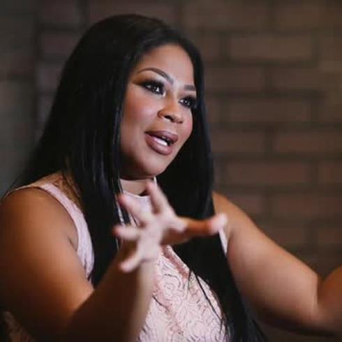 Lizmarie Quintana llega al show de Raymond... y es la que manda