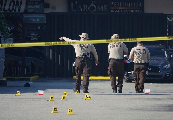 La policía exhortó a la ciudadanía a colaborar para dar con los autores de los dispararos que alcanzaron a un total de 23 personas.