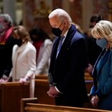 Obispos católicos decidirán si Biden debe recibir la comunión