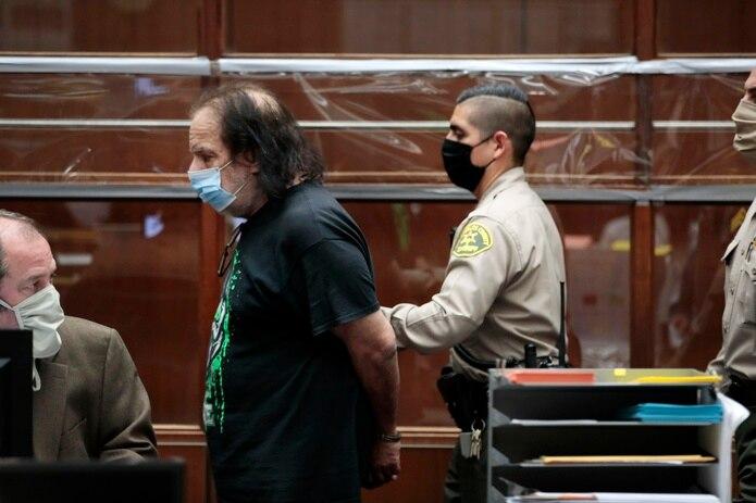 Jeremy, cuyo nombre legal es Ronald Jeremy Hyatt, se encuentra en la cárcel con una fianza de 6.6 millones de dólares desde junio.
