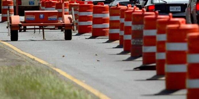 Ese tramo estará cerrado al tránsito hasta que finalicen las labores, agregó la Oficina de Prensa de la Policía en Aibonito.  (Archivo)