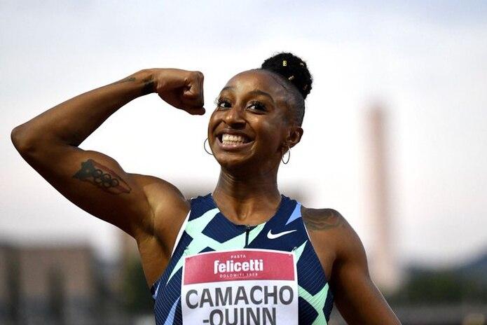 Jasmine Camacho-Quinn muestra su poder y tatuaje de Puerto Rico luego de ganar este jueves su evento de 100 metros con vallas de la Liga Diamante.