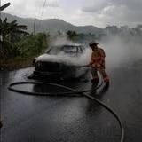 Incendian vehículo en Peñuelas