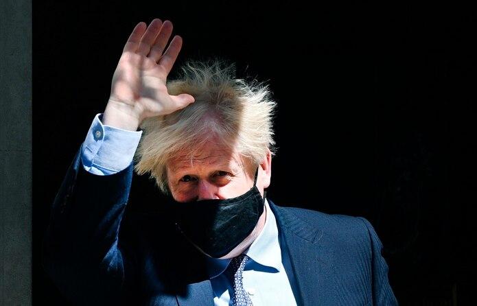 """Ante la lluvia de críticas, el primer ministro se excusó en declaraciones a la prensa argumentando que """"el Reino Unido lidera el desarrollo de combustible sostenible para aviación""""."""
