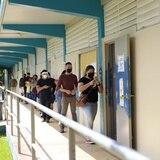 Cierre de escuelas y el COVID-19 afecta el flujo en los centros de votaciones en Cupey