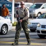 Policía busca a una mujer armada en un centro para veteranos de California
