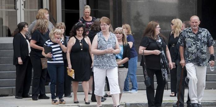 Fata, de 50 años, mantuvo la vista en la mesa del acusado mientras una veintena de personas tomaba la palabra por turno, un pequeño porcentaje de las 553 víctimas identificadas por la fiscalía. (David Guralnick/Detroit News via AP)