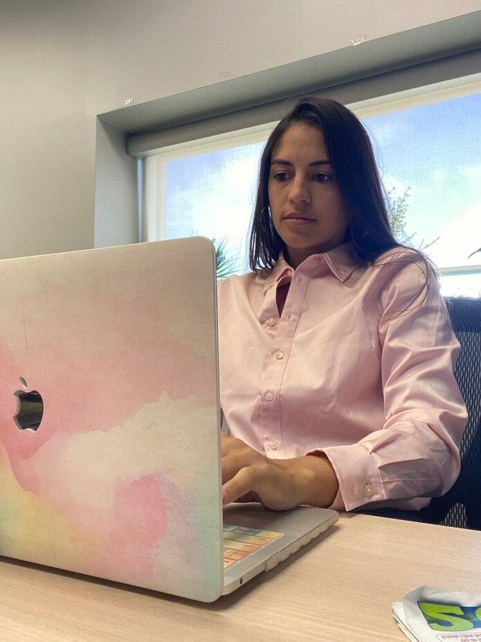 María Fernanda Amador completó su certificado profesional de Diseño Gráfico en ICPR Junior College.