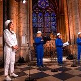 Coro canta en la Catedral de Notre Dame por primera vez desde el incendio