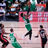Los Celtics despiertan y detienen al Heat en el tercer juego
