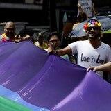 Iglesia pide a Peña Nieto a dialogar con detractores de matrimonio homosexual