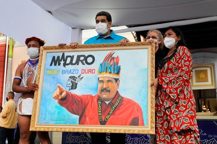 """Nicolás Maduro en un evento en Miraflores que España debe pedir disculpas por """"el genocidio de 300 años contra pueblos originarios""""."""