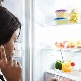 ¿Por qué comemos más en la noche?