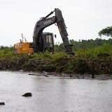 Río Grande draga puente para evitar inundaciones en la carretera PR-955