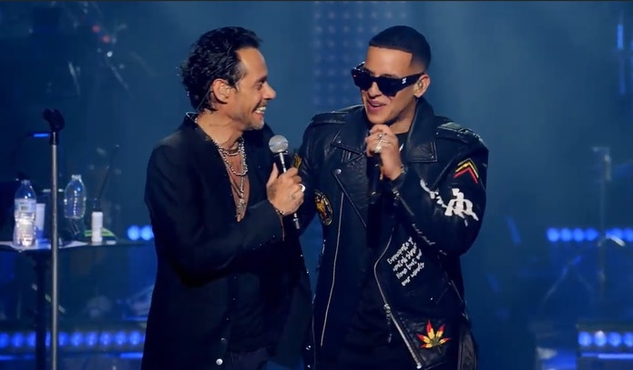 """Daddy Yankee se le unió para cantar el tema """"De vuelta pa' la vuelta""""."""