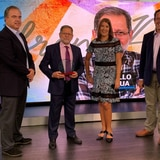 Efrén Arroyo recibe reconocimiento por su trayectoria