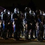Policía de Portland arresta al menos a 100 en una protesta