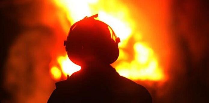 """La ruptura del conducto provocó una columna de fuego que detuvo el tráfico durante varias horas en la tarde del viernes, según indicó el diario local """"The Fresno Bee"""". (Archivo)"""
