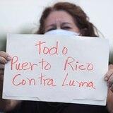 Mujeres se manifiestan contra LUMA en Plaza las Américas