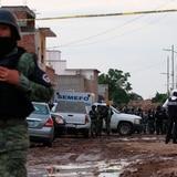 Matan a cinco policías y sigue la violencia en el centro de México