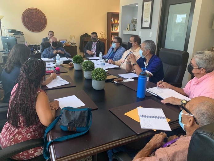 Encuentro entre el representante Carlos 'Johnny' Méndez Núñez, el secretario del DRNA, Rafael Machargo Maldonado y la Coalición Pro Corredor Ecológico del Noreste.