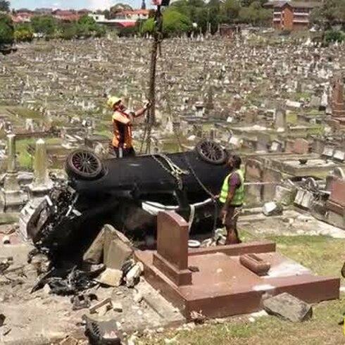 Conductor borracho sale con vida de cementerio en Sídney