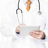 Acusación federal a una doctora y otras dos personas por fraude a Medicare