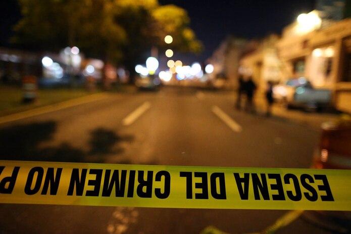 El cuarto asesinato de la jornada ocurrió a las 3:00 a.m. al lado del edificio 10 del residencial Del Carmen, en Mayagüez. (GFR MEDIA)