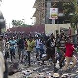 Detienen el aumento en la gasolina en Haití por violentas protestas