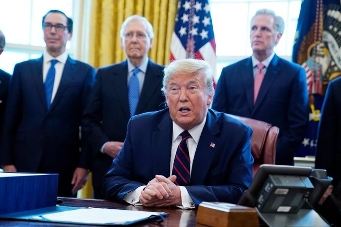 Las críticas al nuevo anuncio de Trump fueron casi inmediatas, en especial por hacerlo durante la pandemia.