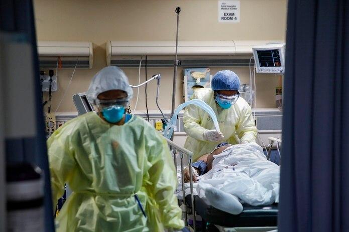 """La cifra de hospitalizados subió de 159 a 206 entre ayer y hoy, según el """"dashboard"""" de Salud."""