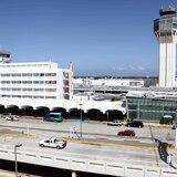Arrestan a mujer en el aeropuerto tras ocupar cocaína en su maleta