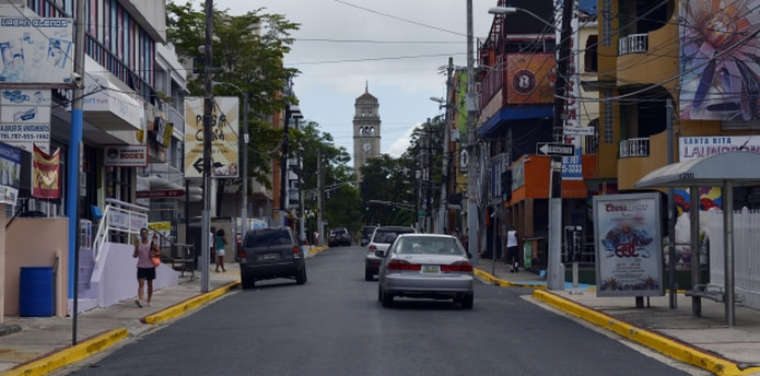Vistazo parcial a la Avenida Universidad. (Archivo)