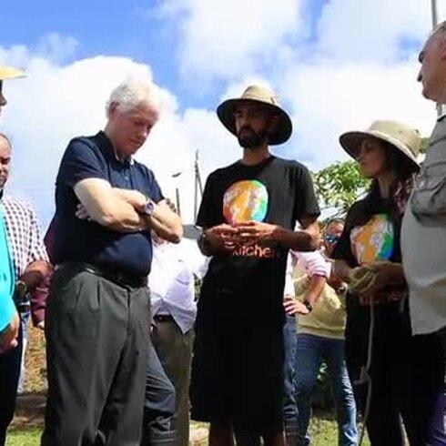 Reciben a la familia Clinton en una importante finca de Las Piedras