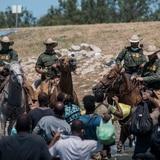 Biden asume la responsabilidad por el maltrato a los migrantes y promete consecuencias